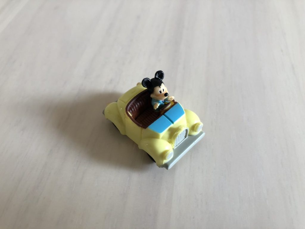 宝箱のミッキーの車